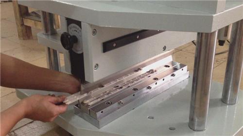 硬灯条铡刀式分板机,厚铝基板铡刀式分板机